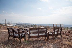 ספסלים לנוף - אירוח כפרי אלוני הבשן
